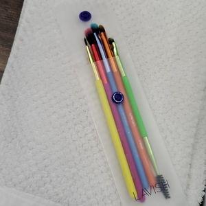 Lavish brushes 5